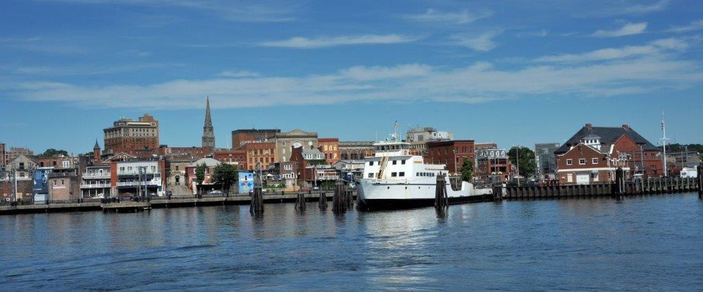 Cruising the Thames: History, Sub and a Santana Concet